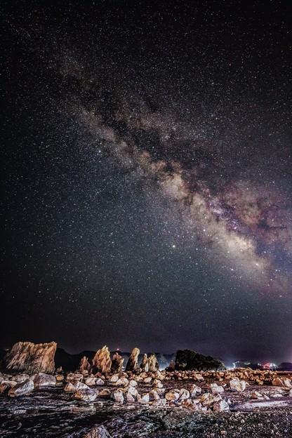 写真: 橋杭岩の空