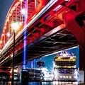 写真: 神戸大橋と客船