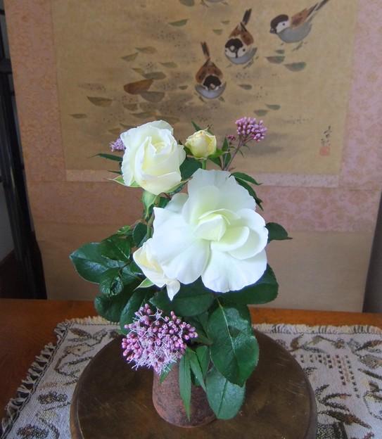 部屋に飾ったバラ&フジバカマ