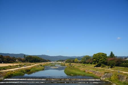 秋晴れの賀茂川