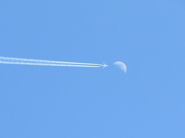 月への旅(月&飛行機雲)_6574