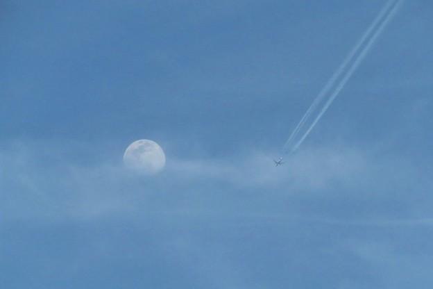月&飛行機雲_9375