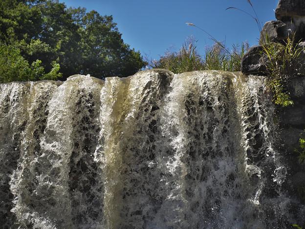 151002_山梨県北杜市・白州・尾白の森名水公園「べるが」_堰堤_FA0263399_MZD60M_X6As