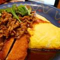 写真: 八丁味噌仕立てビーフ&とんかつオムライス