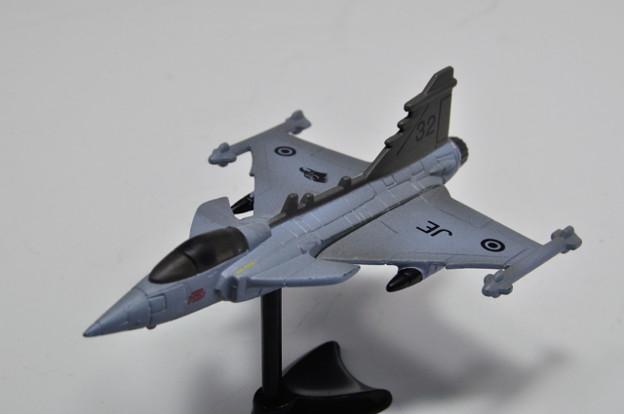 フルタ_チョコエッグ 世界の戦闘機 第1弾 サーブJAS38グリベン_001