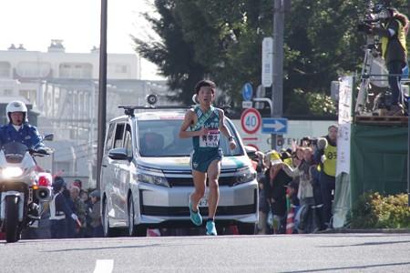 新八ツ山橋を駆け上った青山学院大学 渡邉利典選手