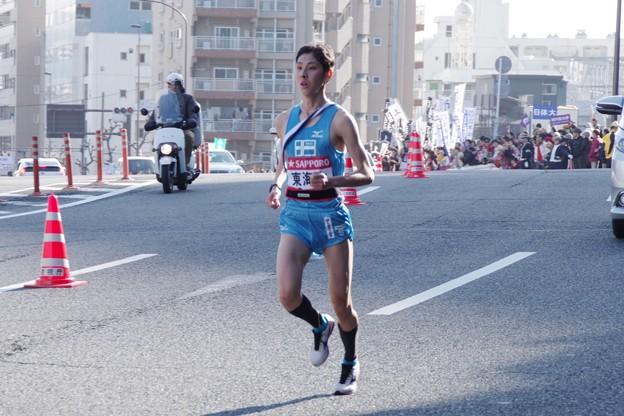 写真: シードへと懸命な走りの東海大学金子晃裕選手