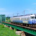 信濃川分水橋梁を渡る115系電車
