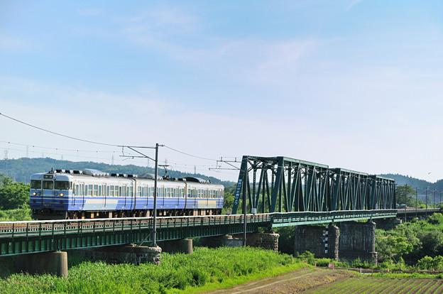 分水橋梁を渡る115系電車