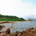 Photos: 行合崎の岩場を行く五能線ローカル列車