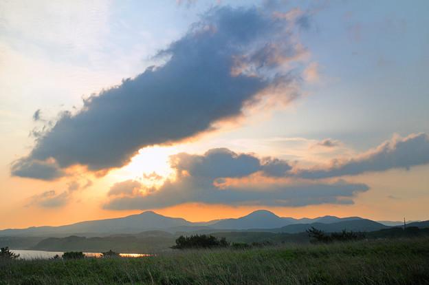 雲の合間の朝日