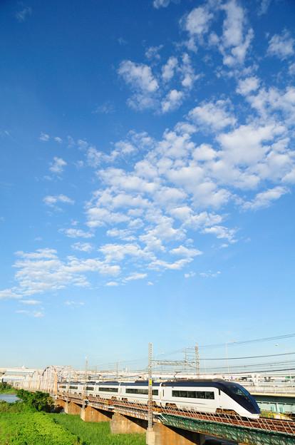 線路を追いかける雲