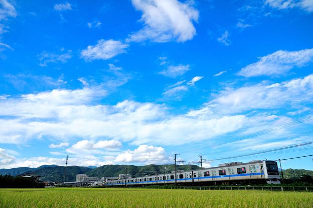 流れる雲と3000形電車