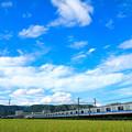 写真: 流れる雲と3000形電車