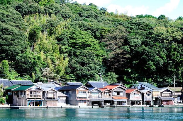 入り江に並ぶ舟屋