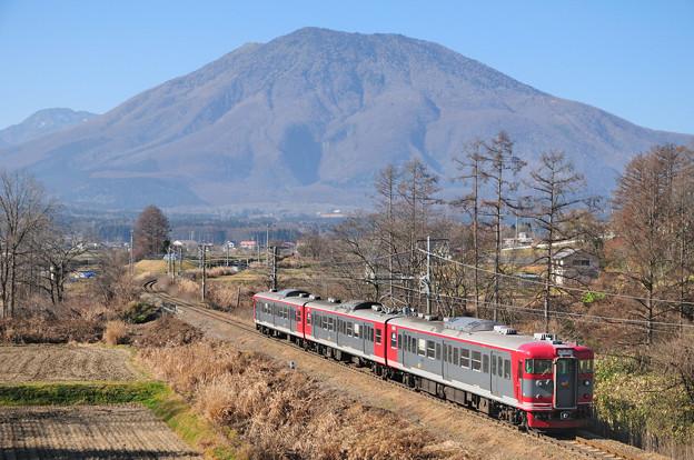 黒姫山と115系電車