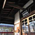信濃竹原駅に停車するローカル電車
