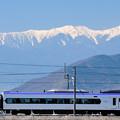 Photos: 南アルプスとE353系特急電車