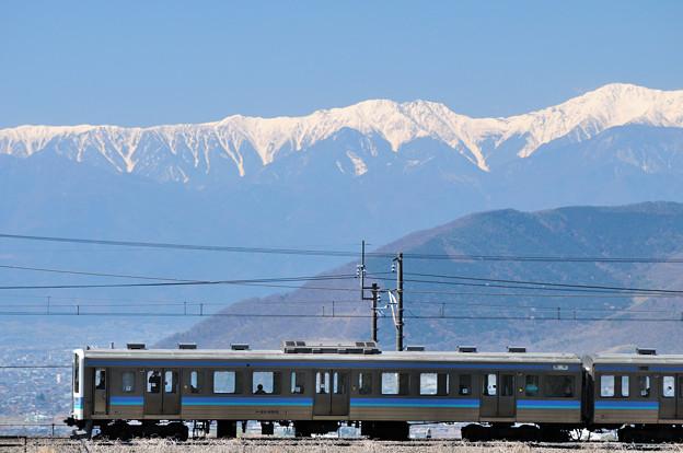 南アルプスと211系普通電車