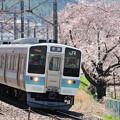 勝沼ぶどう郷駅を出発する211系普通電車