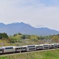 Photos: 八ヶ岳と215系ホリデー快速ビューやまなし号