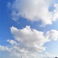 白い雲とスカイライナー