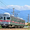 長野の燦燦とした太陽の下を走る昔地下鉄を走った電車