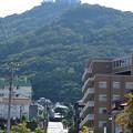 Photos: 函館山の麓を行く