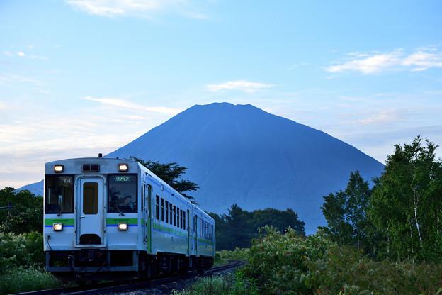 羊蹄山と一番列車