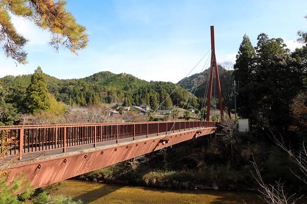 宇連川に架かる吊り橋