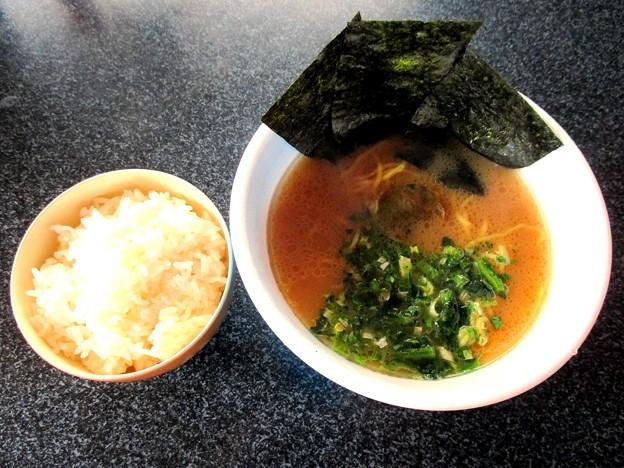 家系のカップ麺とライス