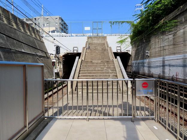 岩屋駅 東口を繋いでいた階段