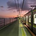 海芝浦駅 ホーム上の景色(夕方)