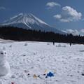 写真: 雪遊び楽しいな。