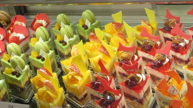 Photos: カラーなケーキたち。