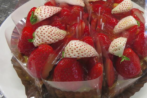 イチゴたっぷりタルトケーキ