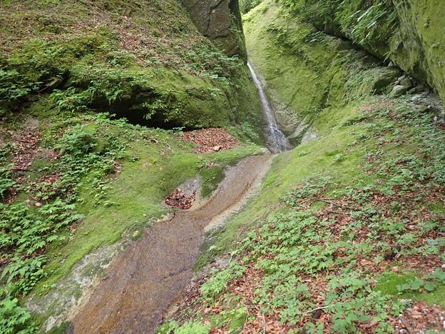 枝沢のスラブ滝上段