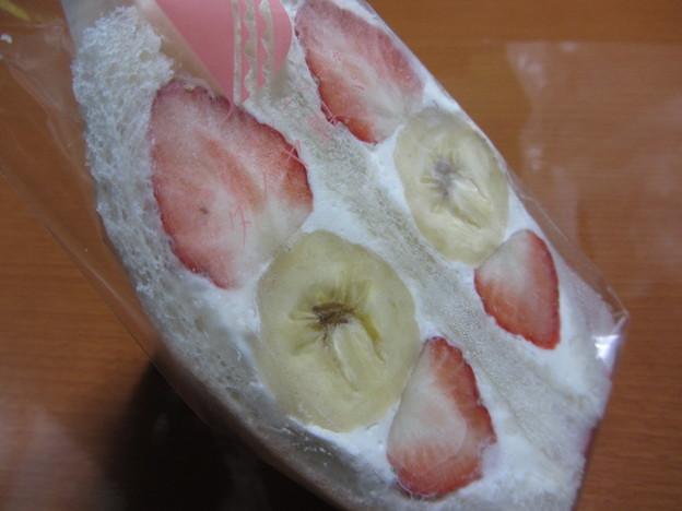 ダイヤ製パン「いちご・バナナ&生クリーム」