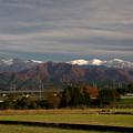 雪の朝日岳と紅葉の麓