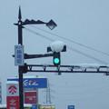 写真: LED信号機は雪に弱い