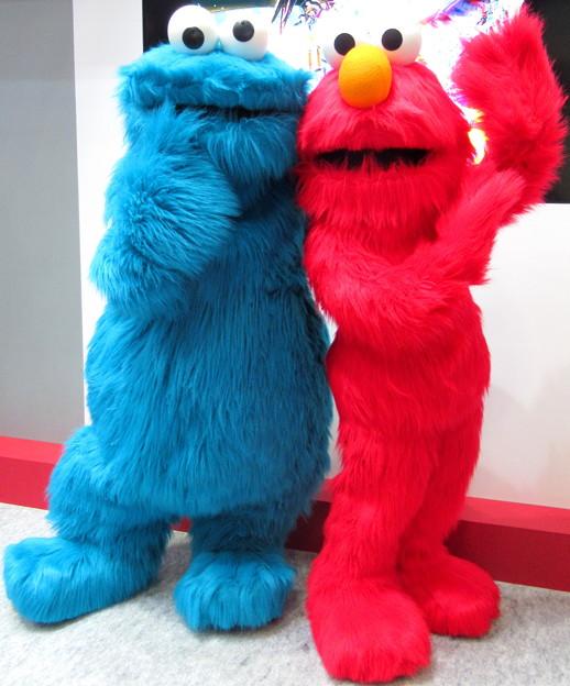 クッキーモンスター と エルモ