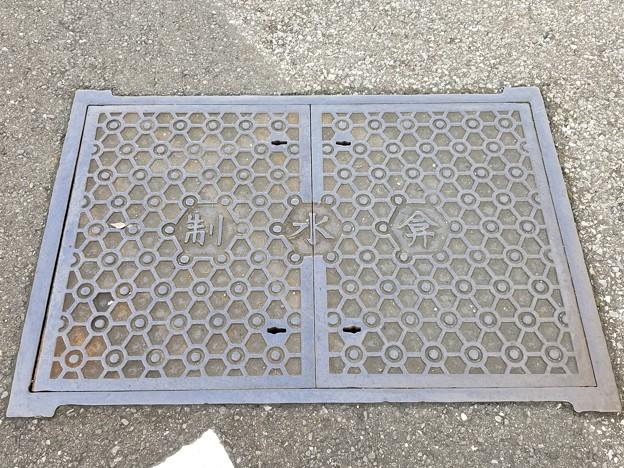 東京都水道局のフタ(制水弁)