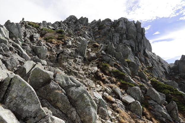 見上げる宝剣岳