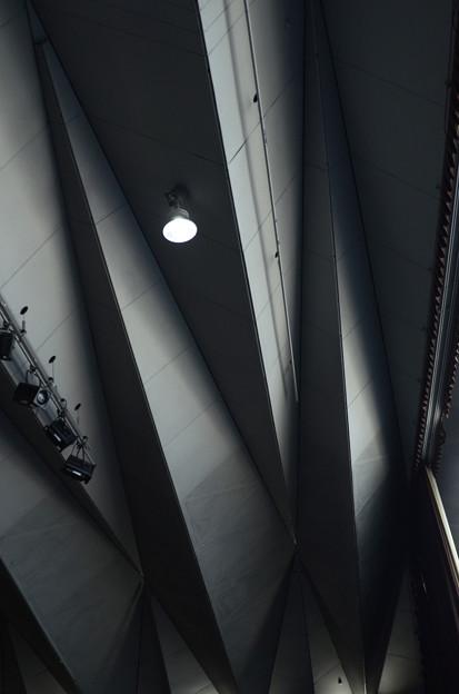 2月28日、大さん橋ホールの天井