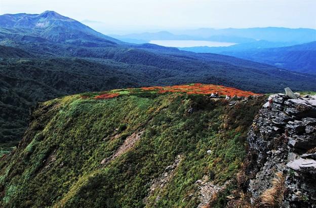 Photos: 乳頭山から田沢湖を望む