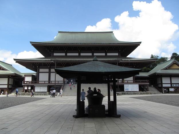 成田山 大本堂
