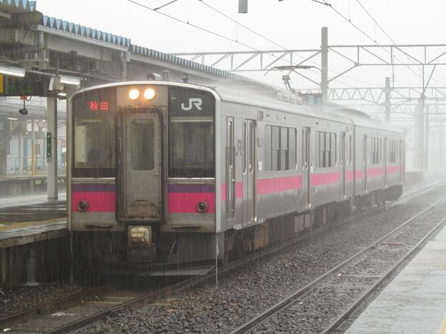 大雨の影響で一時運転を見合わせていた奥羽本線普通列車秋田行き