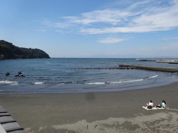 写真: 砂浜の二人