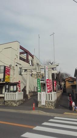 座間神社 参道