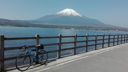 山名湖と富士山